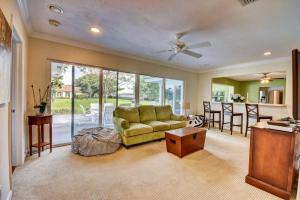 Additional photo for property listing at 4817 S Lake Drive 4817 S Lake Drive Boynton Beach, Florida 33436 United States