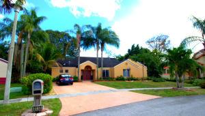 Einfamilienhaus für Verkauf beim 5110 NW 73rd Way Lauderhill, Florida 33319 Vereinigte Staaten