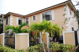 Casa unifamiliar adosada (Townhouse) por un Alquiler en PGA National, 390 Prestwick Circle 390 Prestwick Circle Palm Beach Gardens, Florida 33418 Estados Unidos