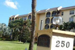 Additional photo for property listing at 250 NE 20TH Street 250 NE 20TH Street Boca Raton, Florida 33431 United States
