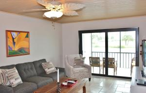 Additional photo for property listing at 40 NE Plantation Road 40 NE Plantation Road Stuart, Florida 34996 Estados Unidos