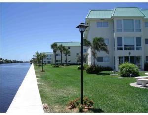 共管式独立产权公寓 为 出租 在 Colonial Club, 23 Colonial Club Drive 23 Colonial Club Drive 博因顿海滩, 佛罗里达州 33435 美国