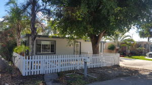 Casa para uma família para Locação às 124 E Hart Street 124 E Hart Street Lantana, Florida 33462 Estados Unidos