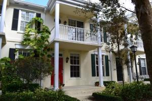 Abacoa - Charleston Court