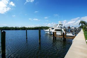 تاون هاوس للـ Sale في 6110 N Ocean Boulevard 6110 N Ocean Boulevard Ocean Ridge, Florida 33435 United States