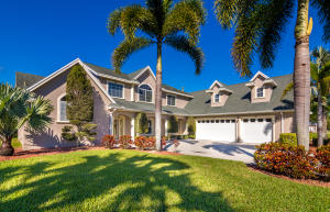 واحد منزل الأسرة للـ Sale في 4450 Philodendron Court Melbourne, Florida 32934 United States