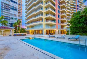 Appartement en copropriété pour l Vente à 799 Crandon Boulevard Key Biscayne, Florida 33149 États-Unis