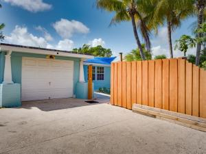 Property for sale at 118 E Central Boulevard, Lantana,  FL 33462