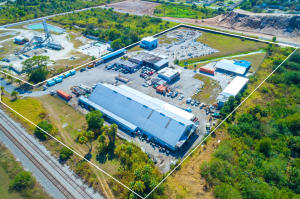 Commercial للـ Sale في 17250 SW Railroad Avenue 17250 SW Railroad Avenue Indiantown, Florida 34956 United States