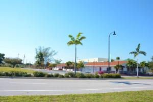 Comercial por un Venta en 49 S Dixie Highway Deerfield Beach, Florida 33441 Estados Unidos