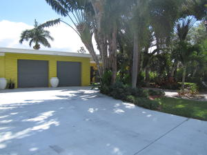 Single Family Home for Sale at 7740 Edgewater Drive Lake Clarke Shores, Florida 33406 United States