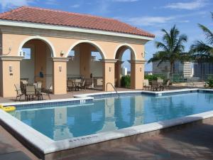 Additional photo for property listing at 403 S Sapodilla Avenue 403 S Sapodilla Avenue West Palm Beach, Florida 33401 États-Unis