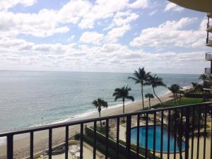 Additional photo for property listing at 200 Beach Road 200 Beach Road Tequesta, Florida 33469 Estados Unidos