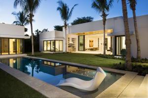 Casa para uma família para Venda às 722 NE 2nd Street 722 NE 2nd Street Delray Beach, Florida 33483 Estados Unidos