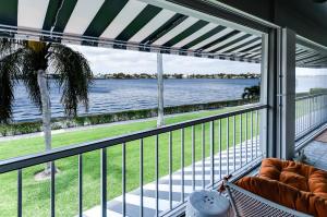 Condomínio para Venda às 2160 Ibis Isle Road 2160 Ibis Isle Road Palm Beach, Florida 33480 Estados Unidos
