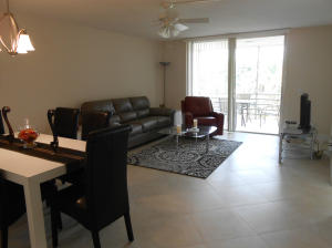 Additional photo for property listing at 24 Abbey Lane 24 Abbey Lane 德尔雷比奇海滩, 佛罗里达州 33446 美国