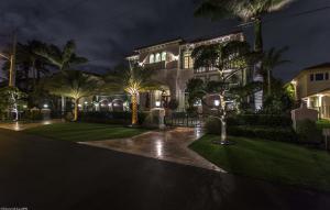 独户住宅 为 销售 在 4216 Intracoastal Drive 高地海滩, 佛罗里达州 33487 美国