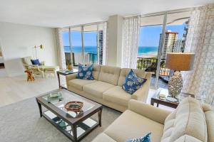 共管式独立产权公寓 为 销售 在 4200 N Ocean Drive 4200 N Ocean Drive 辛格岛, 佛罗里达州 33404 美国