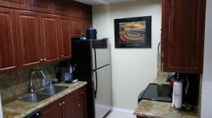 Additional photo for property listing at 612 Executive Center Drive 612 Executive Center Drive West Palm Beach, Florida 33401 United States
