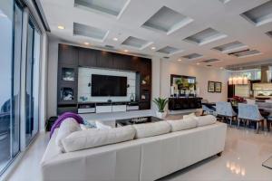 Additional photo for property listing at 2743 Ne 1st Street 2743 Ne 1st Street Pompano Beach, Florida 33062 Estados Unidos
