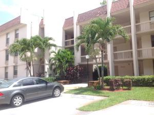 Condominio por un Alquiler en GREENGLADES, 8411 Forest Hills Drive 8411 Forest Hills Drive Coral Springs, Florida 33065 Estados Unidos