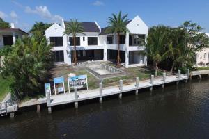 Einfamilienhaus für Verkauf beim 617 Palm Trail Delray Beach, Florida 33483 Vereinigte Staaten