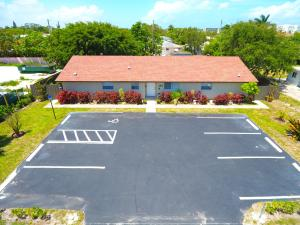 Commercial للـ Sale في 143-147 Silver Beach Road 143-147 Silver Beach Road Lake Park, Florida 33403 United States