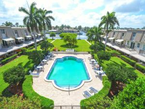 Delray Beach Club Apts Cond