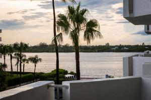 شقة بعمارة للـ Rent في 2773 S Ocean Boulevard 2773 S Ocean Boulevard Palm Beach, Florida 33480 United States