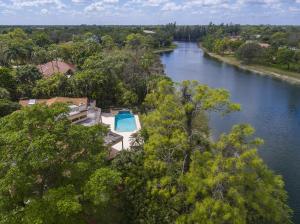 Maison unifamiliale pour l Vente à 5328 E Leitner Drive Coral Springs, Florida 33067 États-Unis