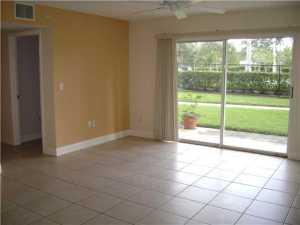 Condomínio para Locação às 1400 Crestwood Court 1400 Crestwood Court Royal Palm Beach, Florida 33411 Estados Unidos