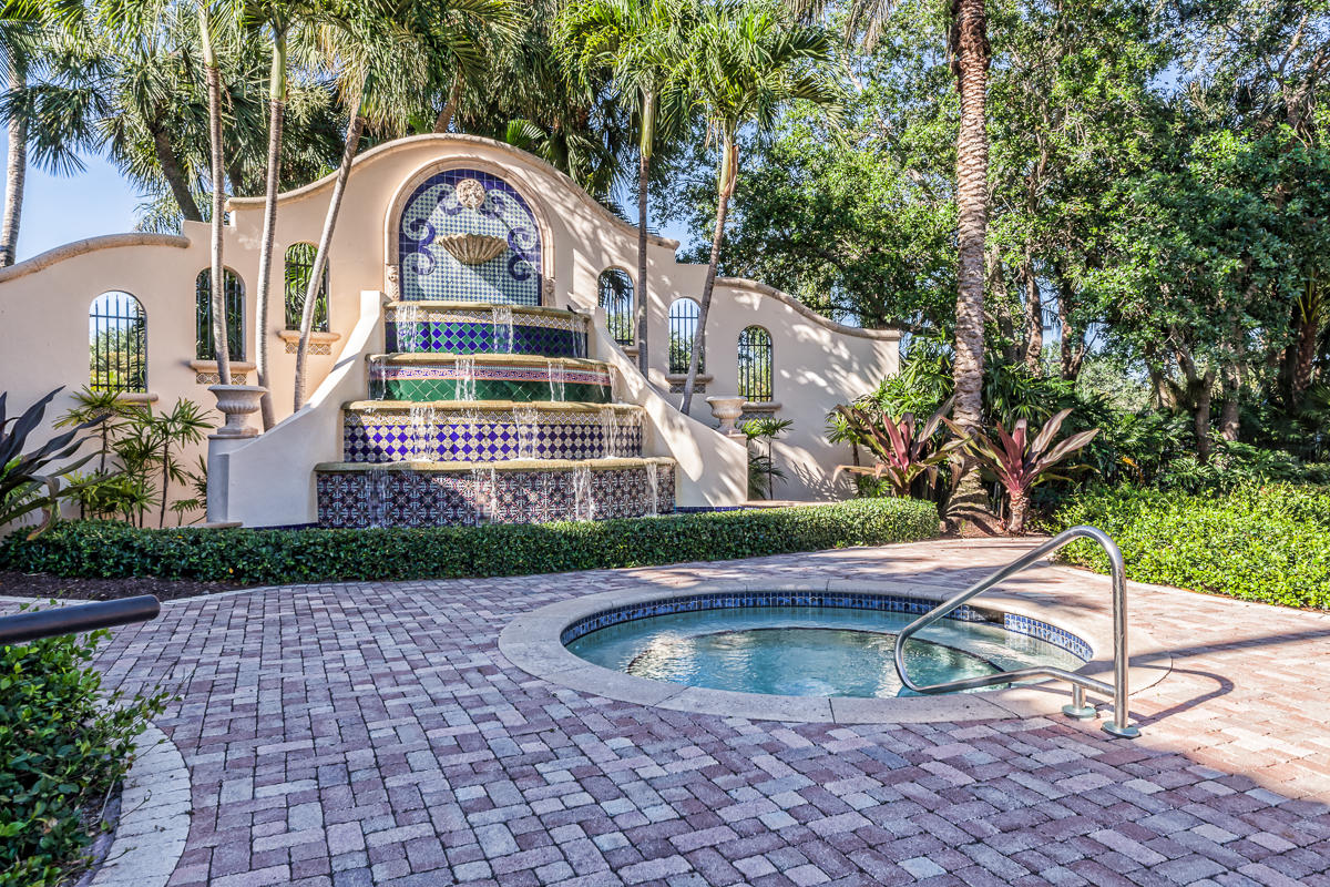 MIZNER COUNTRY CLUB HOMES
