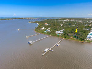 Single Family Home for Sale at 21 SE Harbor Point Drive 21 SE Harbor Point Drive Stuart, Florida 34996 United States