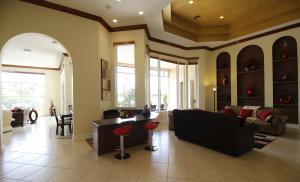 Casa Unifamiliar por un Alquiler en 213 Via Emilia 213 Via Emilia Palm Beach Gardens, Florida 33418 Estados Unidos