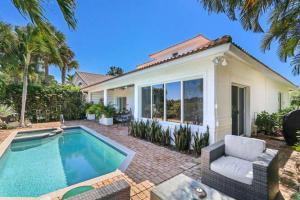 Casa Unifamiliar por un Venta en 2135 Regents Boulevard 2135 Regents Boulevard West Palm Beach, Florida 33409 Estados Unidos