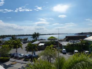 Appartement en copropriété pour l Vente à 305 E Ocean Avenue 305 E Ocean Avenue Lantana, Florida 33462 États-Unis