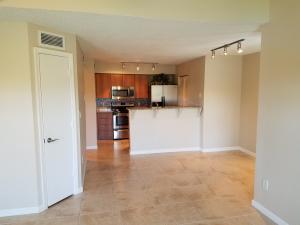 共管式独立产权公寓 为 出租 在 1215 Crystal Way 1215 Crystal Way 德尔雷比奇海滩, 佛罗里达州 33444 美国