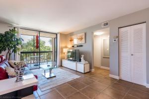 Condominium for Rent at DELRAY RACQUET CLUB, 2255 Lindell Boulevard 2255 Lindell Boulevard Delray Beach, Florida 33444 United States