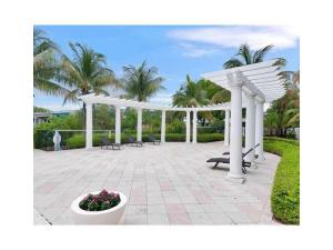 Additional photo for property listing at 641 E Woolbright Road 641 E Woolbright Road Boynton Beach, Florida 33435 Estados Unidos