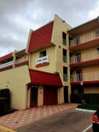 Additional photo for property listing at 1010 Country Club Drive 1010 Country Club Drive Margate, Florida 33063 États-Unis