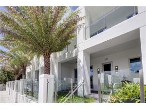 Townhouse for Sale at 259 Shore Court Lauderdale By The Sea, Florida 33308 United States