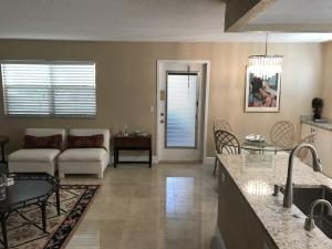 Additional photo for property listing at 116 Saxony C 116 Saxony C Delray Beach, Florida 33446 Estados Unidos