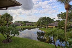 Appartement en copropriété pour l Vente à Palm Beach Polo Golf and Country Club, 11830 Pebblewood Drive Wellington, Florida 33414 États-Unis