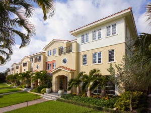 تاون هاوس للـ Sale في 1216 Palm Trail 1216 Palm Trail Delray Beach, Florida 33483 United States