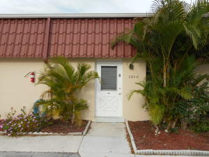 Condominio por un Alquiler en 268 Cape Cod Circle 268 Cape Cod Circle Lake Worth, Florida 33467 Estados Unidos