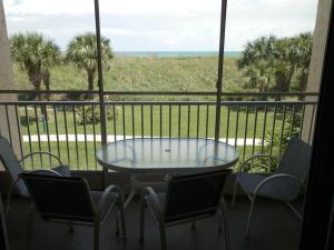 Appartement en copropriété pour l à louer à CAPSTAN I CONDOMINIUM, 2400 S Ocean Drive Fort Pierce, Florida 34949 États-Unis