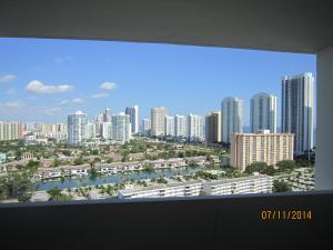 共管式独立产权公寓 为 出租 在 Arlen House, 300 Bayview Drive 300 Bayview Drive 阳光岛海岸, 佛罗里达州 33160 美国