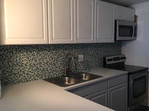 共管式独立产权公寓 为 出租 在 VERSAILLES GARDEN CONDO, 8010 N Colony Circle 塔马拉克, 佛罗里达州 33321 美国