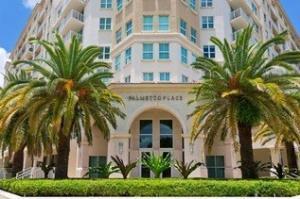 Appartement en copropriété pour l à louer à Palmetto Place, 99 SE Mizner Boulevard 99 SE Mizner Boulevard Boca Raton, Florida 33432 États-Unis