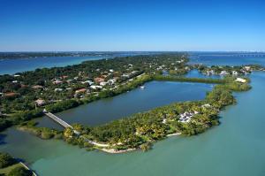 独户住宅 为 销售 在 1 Mandalay Island 1 Mandalay Island 斯图尔特, 佛罗里达州 34996 美国